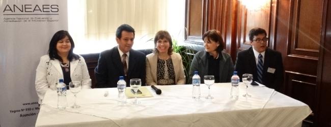 NUEVOS PARES EVALUADORES DE CARRERAS E INSTITUCIONALES RECIBIERON SUS CERTIFICADOS EN SIGNIFICATIVO ACTO